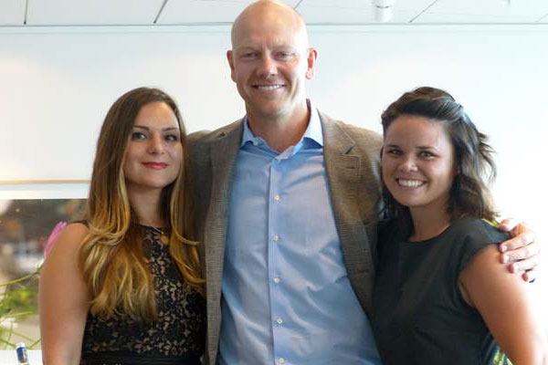 Mats Sundin with Fellows Sophie Petropoulos at left and Jessica Weidner at right (photo courtesy the Canadian Embassy in Sweden)