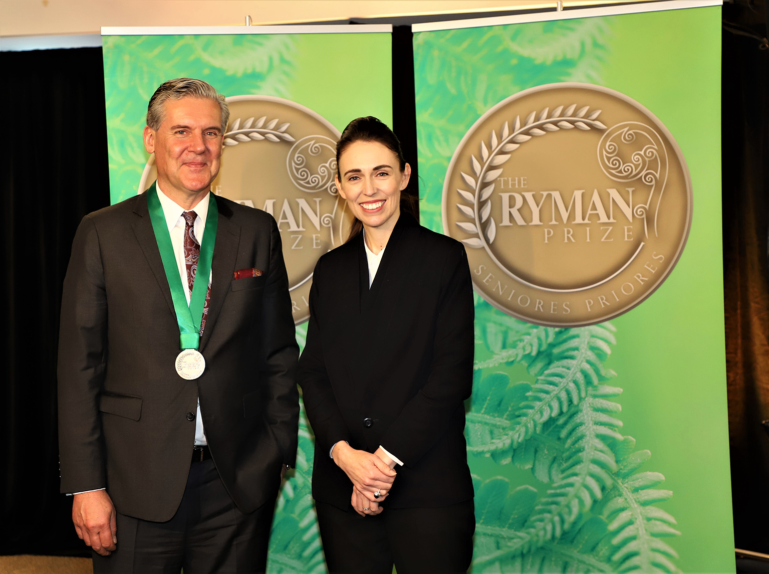 Dr. Michael Fehlings with New Zealand Prime Minister Jacinda Ardern, receiving the Ryman Prize.