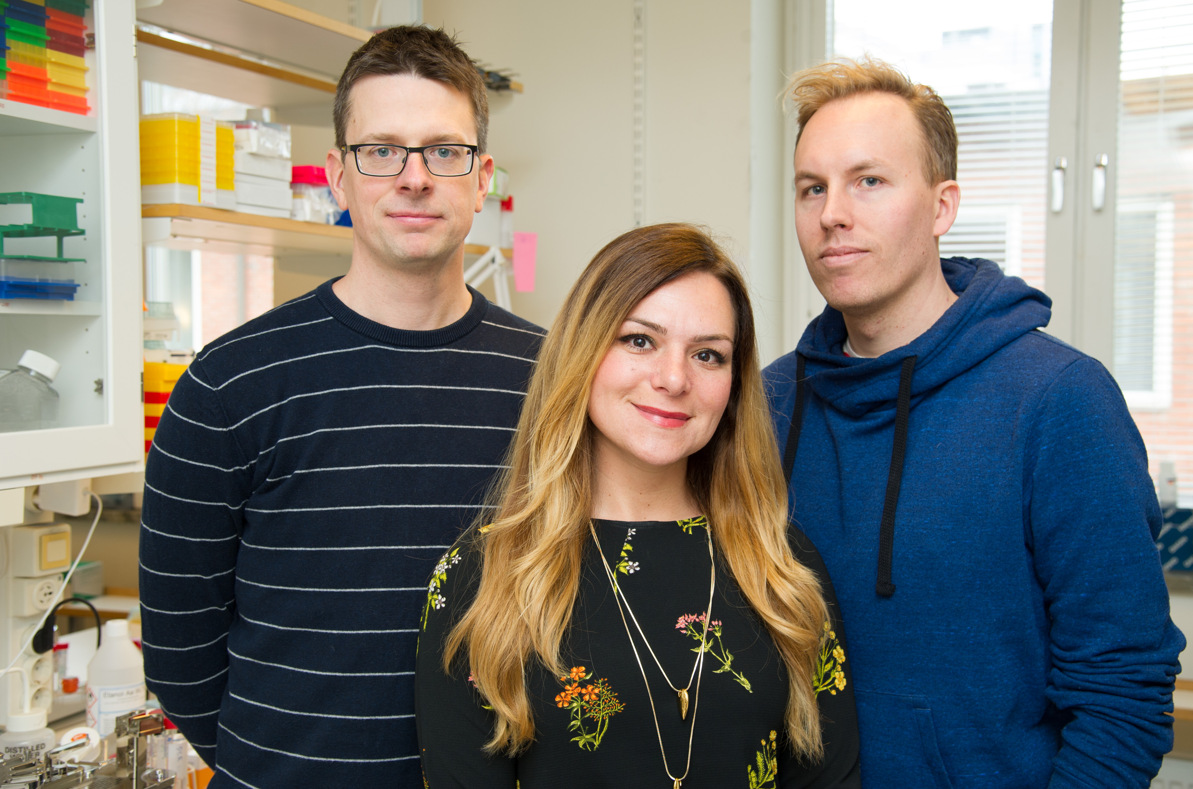 SOPHIE PETROPOULOS WITH PROFESSORS FREDRIK LANNER AND RICKARD SANDBERG. PHOTO BY ULF SIRBORN/KAROLINSKA INSTITUTET