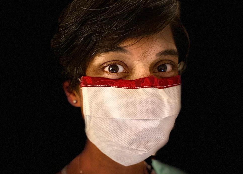 Dr. Reena Kilian wears an early prototype of the ROSE mask.